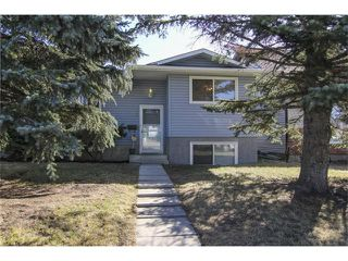 Photo 2: 3440 56 Street NE in Calgary: Temple House for sale : MLS®# C4004202