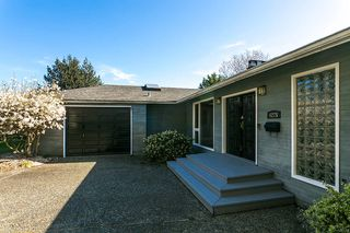 Photo 2: 4275 CHELSEA Crescent in North Vancouver: Forest Hills NV House for sale : MLS®# R2052783