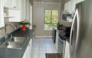 """Photo 7: 312 223 MOUNTAIN Highway in North Vancouver: Lynnmour Condo for sale in """"MOUNTAIN VIEW VILLAGE"""" : MLS®# R2160373"""