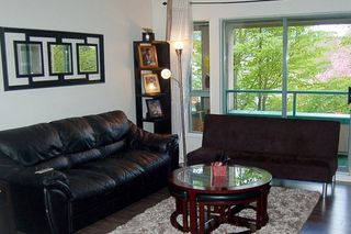 """Photo 2: 312 223 MOUNTAIN Highway in North Vancouver: Lynnmour Condo for sale in """"MOUNTAIN VIEW VILLAGE"""" : MLS®# R2160373"""