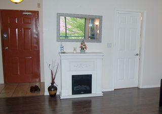 """Photo 4: 312 223 MOUNTAIN Highway in North Vancouver: Lynnmour Condo for sale in """"MOUNTAIN VIEW VILLAGE"""" : MLS®# R2160373"""