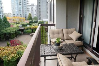 Photo 6: 306 620 SEVENTH Avenue in New Westminster: Uptown NW Condo for sale : MLS®# R2221057