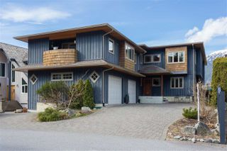 Photo 1: 2001 CLIFFSIDE Lane in Squamish: Hospital Hill House for sale : MLS®# R2249140