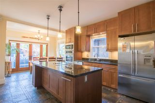 Photo 3: 2331 E 6TH Avenue in Vancouver: Grandview Woodland House for sale (Vancouver East)  : MLS®# R2398136