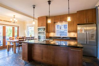 Photo 2: 2331 E 6TH Avenue in Vancouver: Grandview Woodland House for sale (Vancouver East)  : MLS®# R2398136