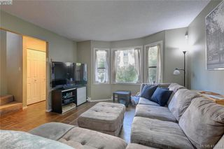 Photo 3: 1 977 Convent Pl in VICTORIA: Vi Fairfield West Row/Townhouse for sale (Victoria)  : MLS®# 825016