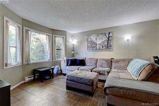 Photo 2: 1 977 Convent Pl in VICTORIA: Vi Fairfield West Row/Townhouse for sale (Victoria)  : MLS®# 825016