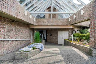 """Photo 2: 105 32669 GEORGE FERGUSON Way in Abbotsford: Abbotsford West Condo for sale in """"Canterbury Gate"""" : MLS®# R2453437"""