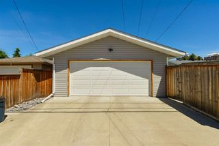 Photo 37: 15709 86 Avenue in Edmonton: Zone 22 House for sale : MLS®# E4203432