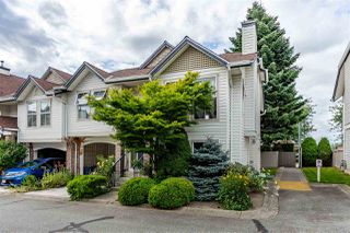 """Photo 2: 32 8716 WALNUT GROVE Drive in Langley: Walnut Grove Townhouse for sale in """"Willow Arbour"""" : MLS®# R2497573"""