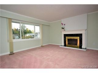 Photo 6: 636 Baltic Pl in VICTORIA: SW Glanford Single Family Detached for sale (Saanich West)  : MLS®# 655993