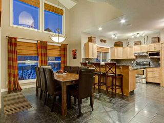 Photo 5: 150 CRESTRIDGE Way SW in CALGARY: Crestmont Residential Detached Single Family for sale (Calgary)  : MLS®# C3595084