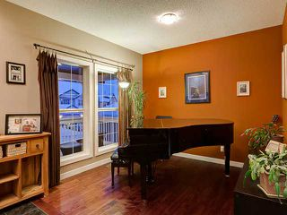 Photo 3: 150 CRESTRIDGE Way SW in CALGARY: Crestmont Residential Detached Single Family for sale (Calgary)  : MLS®# C3595084