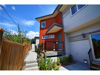 Photo 1: 640 W 15TH Street in North Vancouver: Hamilton House 1/2 Duplex for sale : MLS®# V1041139