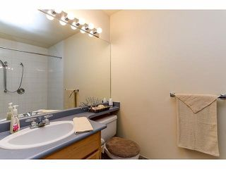 """Photo 9: 5 9012 WALNUT GROVE Drive in Langley: Walnut Grove Townhouse for sale in """"QUEEN ANNE GREEN"""" : MLS®# F1413669"""