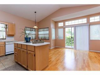 """Photo 7: 5 9012 WALNUT GROVE Drive in Langley: Walnut Grove Townhouse for sale in """"QUEEN ANNE GREEN"""" : MLS®# F1413669"""