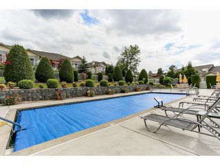 """Photo 18: 5 9012 WALNUT GROVE Drive in Langley: Walnut Grove Townhouse for sale in """"QUEEN ANNE GREEN"""" : MLS®# F1413669"""