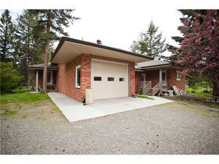Photo 1: 2942 KENGIN Road: 150 Mile House House for sale (Williams Lake (Zone 27))  : MLS®# N236828