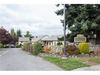 Photo 1: 10 4350 West Saanich Rd in VICTORIA: SW Royal Oak Row/Townhouse for sale (Saanich West)  : MLS®# 684838