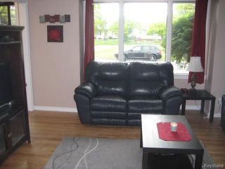 Photo 2: 415 Tinniswood Street in Winnipeg: Sinclair Park Residential for sale (4C)  : MLS®# 1713557
