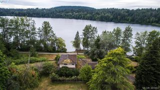 Photo 1: 535 brookleigh Road in VICTORIA: SW Elk Lake Single Family Detached for sale (Saanich West)  : MLS®# 381093