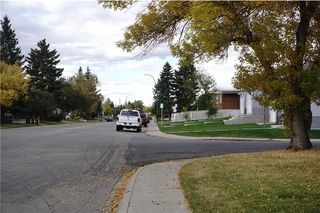 Photo 2: 2208 44 Street SE in Calgary: Forest Lawn House for sale : MLS®# C4139524
