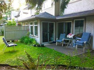 Photo 1: 12 2669 Shelbourne St in VICTORIA: Vi Jubilee Row/Townhouse for sale (Victoria)  : MLS®# 775944