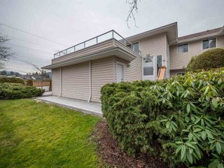 Main Photo: 10 5630 TRAIL Avenue in Sechelt: Sechelt District Townhouse for sale (Sunshine Coast)  : MLS®# R2240904
