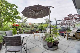 "Photo 2: 262 2080 W BROADWAY in Vancouver: Kitsilano Condo for sale in ""PINNACLE LIVING ON BROADWAY"" (Vancouver West)  : MLS®# R2278203"