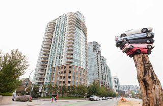 "Photo 2: 1405 120 MILROSS Avenue in Vancouver: Mount Pleasant VE Condo for sale in ""Brighton"" (Vancouver East)  : MLS®# R2299043"