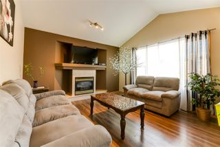 Photo 3: 11806 173A Avenue in Edmonton: Zone 27 House for sale : MLS®# E4138777