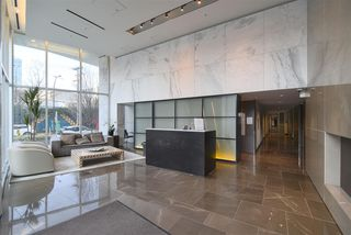 Photo 3: 807 161 W GEORGIA Street in Vancouver: Downtown VW Condo for sale (Vancouver West)  : MLS®# R2334209