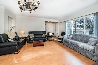 Photo 5: 7929 VICTORIA Drive in Vancouver: Fraserview VE House for sale (Vancouver East)  : MLS®# R2348795