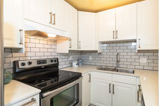 """Photo 9: 202 2001 BALSAM Street in Vancouver: Kitsilano Condo for sale in """"BALSAM MEWS"""" (Vancouver West)  : MLS®# R2353476"""