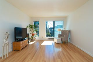 """Photo 5: 202 2001 BALSAM Street in Vancouver: Kitsilano Condo for sale in """"BALSAM MEWS"""" (Vancouver West)  : MLS®# R2353476"""