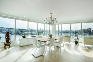 """Photo 2: 501 1012 BEACH Avenue in Vancouver: Yaletown Condo for sale in """"1000 BEACH"""" (Vancouver West)  : MLS®# R2377909"""
