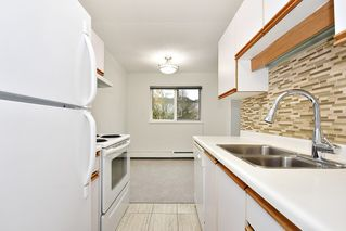 """Photo 9: 303 998 W 19TH Avenue in Vancouver: Cambie Condo for sale in """"SOUTHGATE PLACE"""" (Vancouver West)  : MLS®# R2415200"""