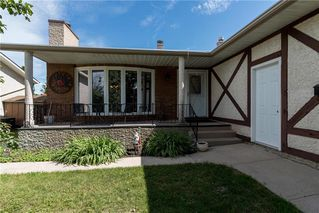 Photo 1: 19 Thornbury Crescent in Winnipeg: Oakwood Estates Residential for sale (3H)  : MLS®# 202018546