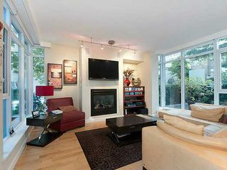 Photo 2: TH33 1281 W CORDOVA Street in Vancouver: Coal Harbour Condo for sale (Vancouver West)  : MLS®# V990509