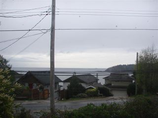 Photo 2: 6236 SUNSHINE COAST Highway in Sechelt: Sechelt District House for sale (Sunshine Coast)  : MLS®# R2054957
