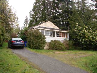 Photo 1: 6236 SUNSHINE COAST Highway in Sechelt: Sechelt District House for sale (Sunshine Coast)  : MLS®# R2054957