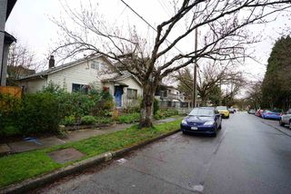 Photo 2: 66 E 23RD Avenue in Vancouver: Main House for sale (Vancouver East)  : MLS®# R2057070