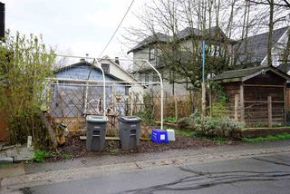 Photo 4: 66 E 23RD Avenue in Vancouver: Main House for sale (Vancouver East)  : MLS®# R2057070