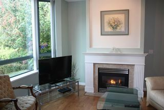"""Photo 6: 1 6611 SOUTHOAKS Crescent in Burnaby: Highgate Townhouse for sale in """"GEMINI I"""" (Burnaby South)  : MLS®# R2111213"""