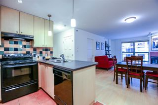 "Photo 4: 808 819 HAMILTON Street in Vancouver: Downtown VW Condo for sale in ""EIGHT ONE NINE"" (Vancouver West)  : MLS®# R2118682"
