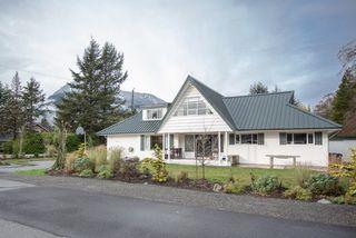 "Photo 16: 40430 CHEAKAMUS Way in Squamish: Garibaldi Estates House for sale in ""Garibaldi Estates"" : MLS®# R2125463"