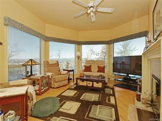 Photo 5: 11 4300 Stoneywood Lane in VICTORIA: SE Broadmead Townhouse for sale (Saanich East)  : MLS®# 372924