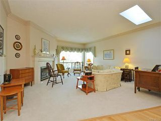 Photo 7: 11 4300 Stoneywood Lane in VICTORIA: SE Broadmead Townhouse for sale (Saanich East)  : MLS®# 372924