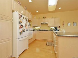 Photo 2: 11 4300 Stoneywood Lane in VICTORIA: SE Broadmead Row/Townhouse for sale (Saanich East)  : MLS®# 748264