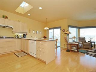 Photo 3: 11 4300 Stoneywood Lane in VICTORIA: SE Broadmead Row/Townhouse for sale (Saanich East)  : MLS®# 748264